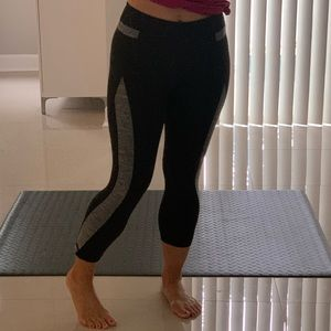 2/$25💋 Marika Sport Black Crop Leggings wrn 1x S